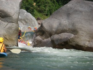 Rafting in the Cangrejal River enjoying fun drops and exciting moments