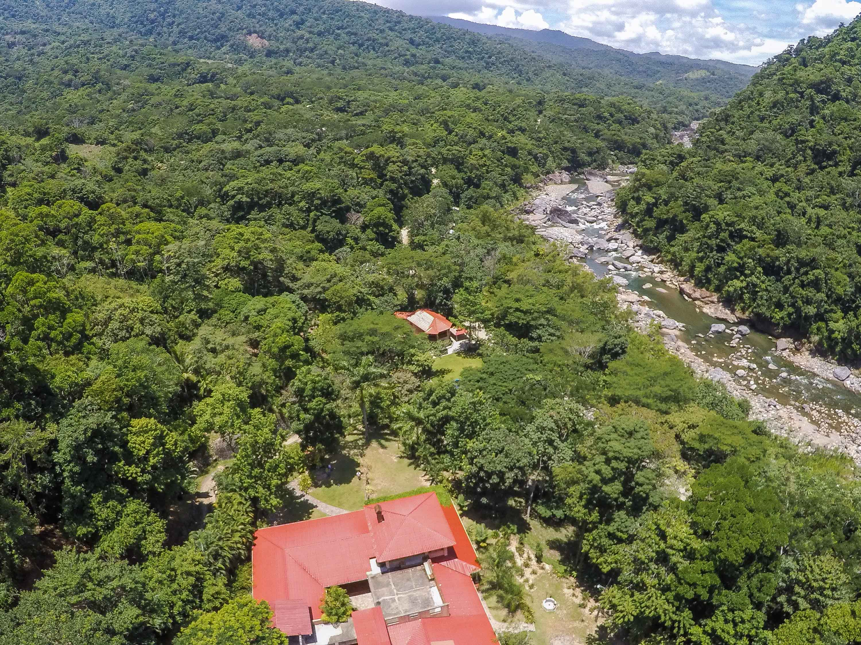 Hotels in Pico Bonito National Park